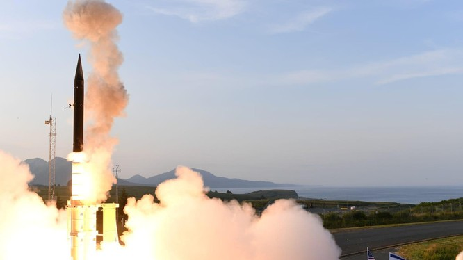 Hệ thống tên lửa đánh chặn Arrow-3 do Mỹ chế tạo đang được sử dụng trong quân đội Israel (Ảnh: RT)