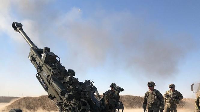 Binh sĩ thuộc Phi đội hỗ trợ pháo binh dã chiến, Trung đoàn kỵ binh 3 của Mỹ hỗ trợ quân đội Iraq bằng hỏa lực pháo binh từ pháo M777A2 (Ảnh: Armytimes)