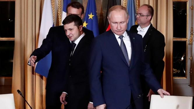 Tổng thống Putin và Tổng thống Zelensky có cuộc gặp lịch sử tại Paris trong hôm đầu tuần (Ảnh: RT)