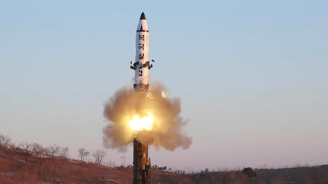 """Triều Tiên sẽ tăng Mỹ """"món quà gì"""" trong kỳ Giáng sinh: ICBM hay một vụ thử hạt nhân? (Ảnh: Business Insider)"""