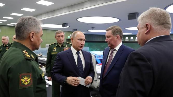 Tổng thống Putin nói rằng giờ Mỹ phải cố gắng để bắt kịp Nga trong phát triển vũ khí siêu thanh (Ảnh: Reuters)
