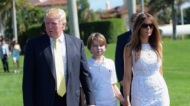 Đệ nhất phu nhân Mỹ Melania Trump cùng chồng và con trai út (Ảnh: Getty)