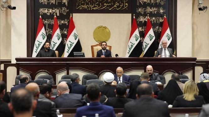 Các thành viên Quốc hội Iraq thông qua nghị quyết chấm dứt sự hiện diện của binh sĩ nước ngoài trên lãnh thổ nước này (Ảnh: Reuters)