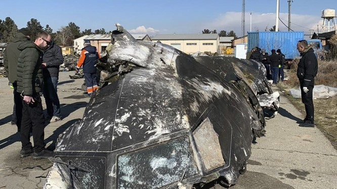 Một mảnh vỡ từ xác máy bay của Ukraine (Ảnh: Washington Post)