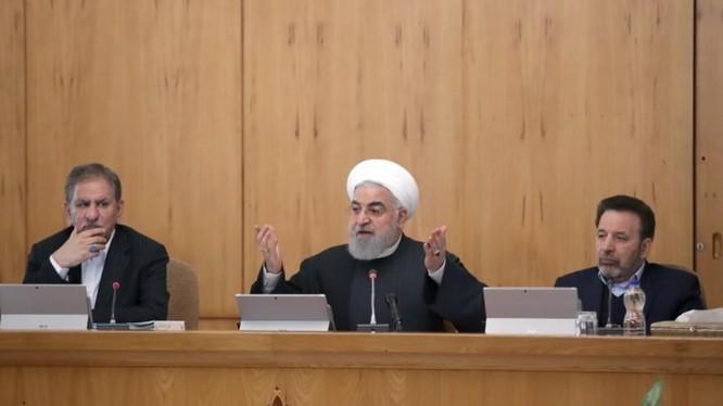 Tổng thống Iran Hassan Rouhani trong bài phát biểu trên kênh truyền hình (Ảnh: Reuters)