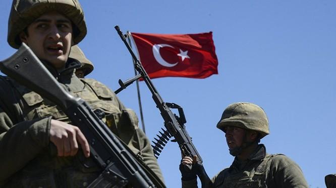 Binh sĩ Thổ Nhĩ Kỳ trên lãnh thổ Syria (Ảnh: Sputnik)