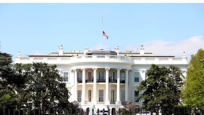 Từng xảy ra nhiều vụ vi phạm an ninh xung quanh Nhà Trắng trong vài năm gần đây (Ảnh: NYPost)