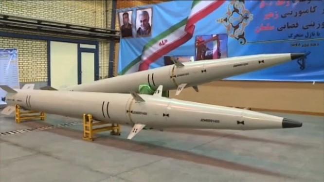 Mẫu tên lửa mới mà Iran cho ra mắt ngày 9/2 (Ảnh: RT)