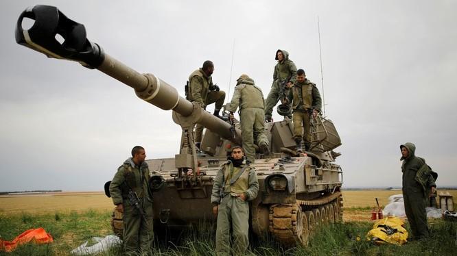 Binh sĩ Israel tại khu vực gần biên giới với Dải Gaza (Ảnh: RT)