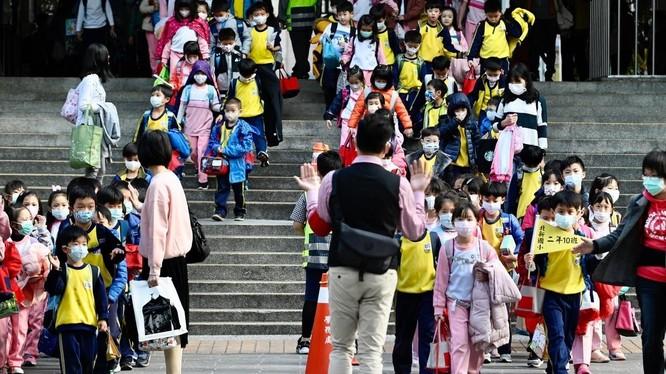 Nhiều quốc gia đóng cửa trường học như một biện pháp ngăn chặn sự lây lan của dịch COVID-19 (Ảnh AFP)