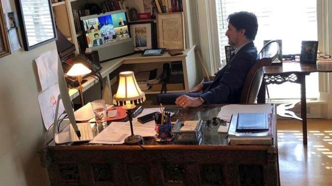 Thủ tướng Trudeau họp trực tuyến cùng lãnh đạo các nước G7 tại căn biệt thự cổ Rideai Cottage (Ảnh: Reuters)