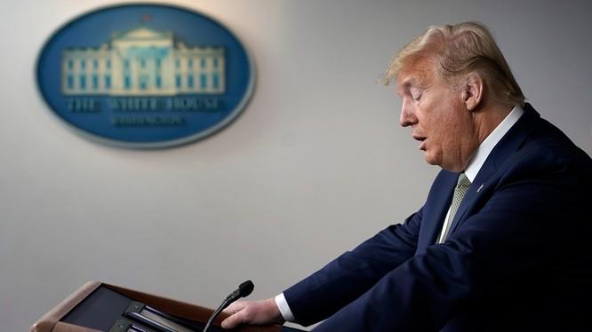 Tổng thống Donald Trump đang đối diện với thách thức lớn nhất trong lịch sử hiện đại của Mỹ (Ảnh: Politico)