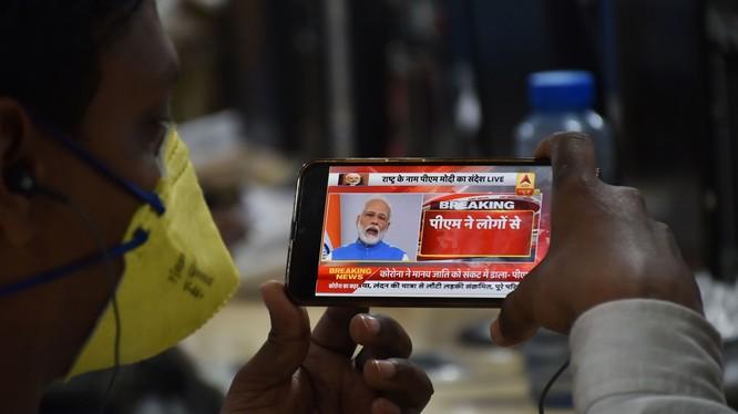 Thủ tướng Ấn Độ Narendra Modi kêu gọi người dân trong nước chung tay chống dịch COVID-19 (Ảnh: CNN)