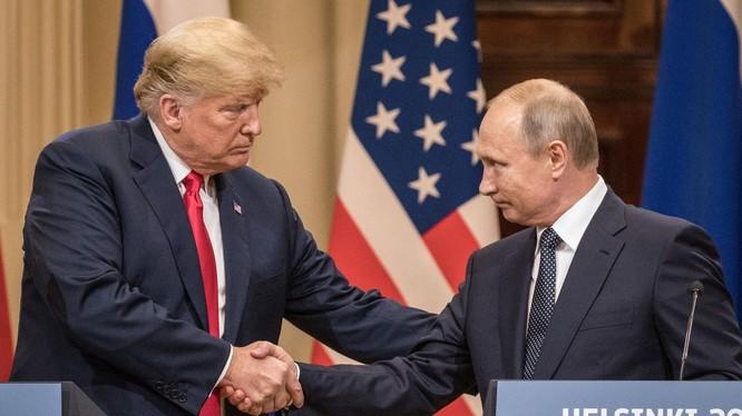 Lãnh đạo Nga, Mỹ hợp sức trong cuộc chiến chống đại dịch COVID-19 (Ảnh: VOX)