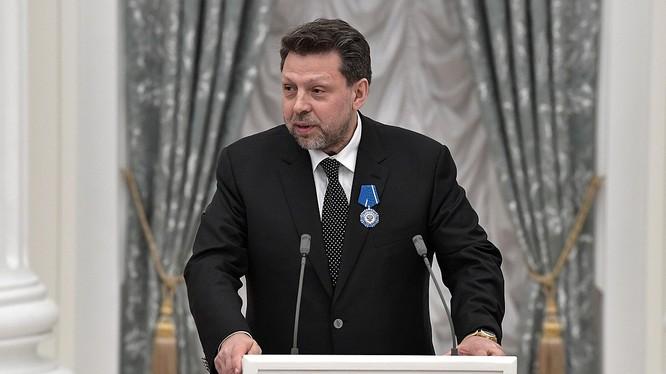 Viện sỹ Vladimir Chekhonin, Phó Chủ tịch Viện Hàn lâm khoa học Nga, kiêm Trưởng Bộ môn khoa học y-sinh học: Các nhà khoa học Nga chế tạo thành công ba loại thuốc chống coronavirus (Ảnh:Rianovosti)