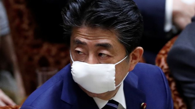 Thủ tướng Nhật Shinzo Abe có thể ban bố tình trạng khẩn cấp trong ngày 7/4 (Ảnh: Reuters)
