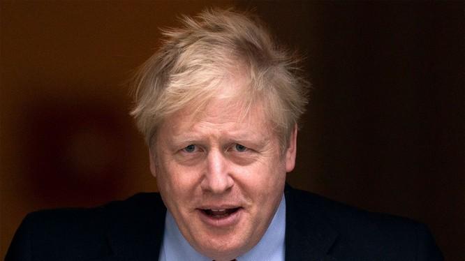 Thủ tướng Anh Boris Johnson chuyển sang khu điều trị đặc biệt của bệnh viện vì COVID-19 (Ảnh: NYPost)