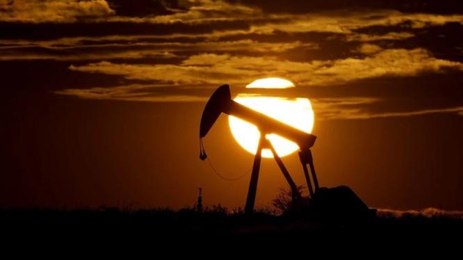 Nhu cầu dầu khí toàn thế giới đã giảm mạnh trong bối cảnh đại dịch COVID-19 (Ảnh: AP)