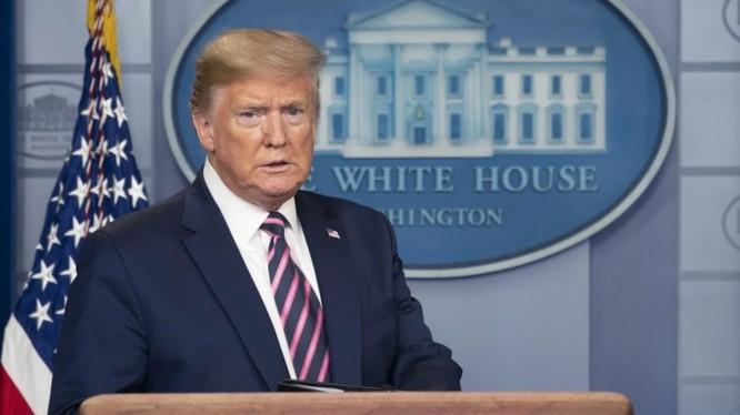 """Tổng thống Trump nói rằng việc họp báo về COVID-19 là """"phí thời gian"""" (Ảnh: Bloomberg)"""