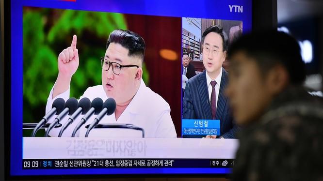 Lãnh đạo Triều Tiên Kim Jong-un trong một bản tin trên truyền hình Hàn Quốc (Ảnh: RT)