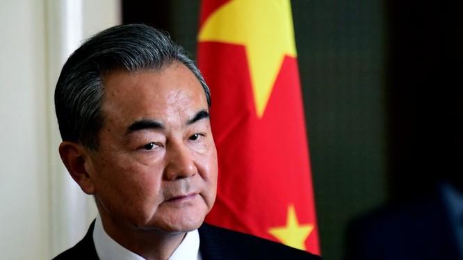Ngoại trưởng Vương NGhị kêu gọi các nước ngừng đổ lỗi cho nhau về đại dịch COVID-19 (Ảnh: AFP)