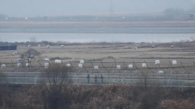 Binh sĩ Hàn Quốc tuần tra ở Paju, gần biên giới với Triều Tiên (Ảnh: AP)