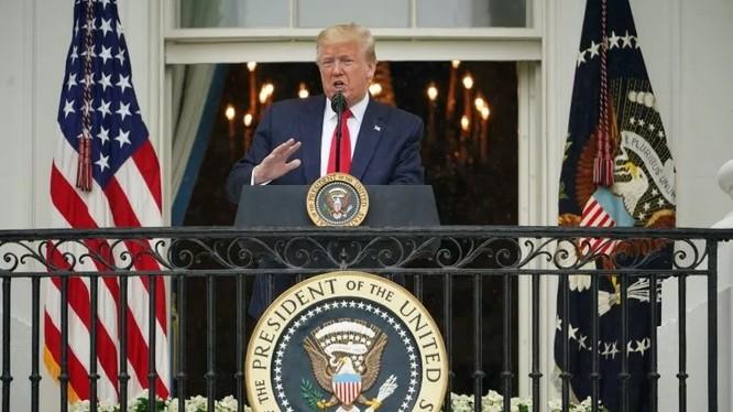 Chính quyền Tổng thống Mỹ Donald Trump đối diện với 2 thách thức xuất hiện trong cùng một thời điểm (Ảnh: Getty)
