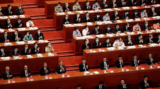 Các đại biểu dự phiên bế mạc kỳ họp quốc hội thường niên tại Đại lễ đường Nhân dân ở Bắc Kinh (Ảnh: Reuters)