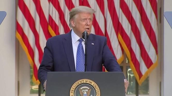 Tổng thống Donald Trump tuyên bố sẽ triển khai hàng nghìn binh sĩ có vũ trang để dẹp biểu tình (Ảnh: Getty)