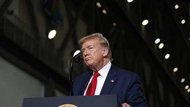 Tổng thống Mỹ Donald Trump tỏ ra cứng rắn trong phản ứng trước làn sóng biểu tình rộng khắp (Ảnh: Politico)