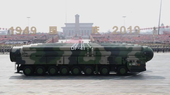 Tên lửa hạt nhân liên lục địa chiến lược Dongfeng-41 của Trung Quốc trong cuộc diễu binh năm ngoài (Ảnh: Tân Hoa Xã)
