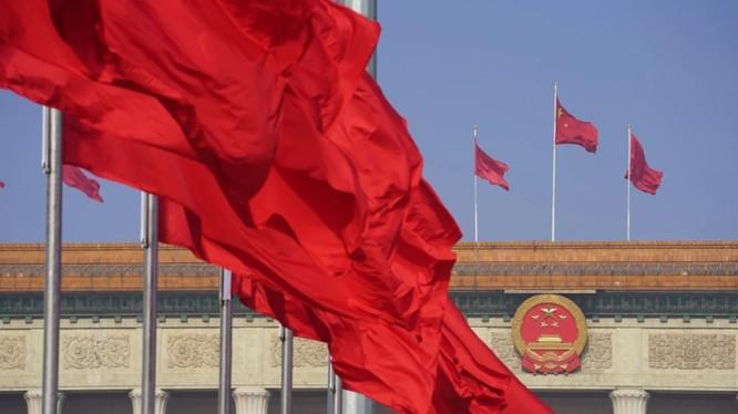 Báng bổ quốc kỳ có thể chịu mức án lên tới 3 năm tù giam (Ảnh: Tân Hoa Xã)