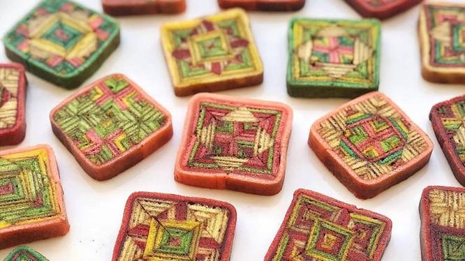 Những chiếc bánh Sarawak nhìn không khác gì một tác phẩm nghệ thuật (Ảnh: OC)