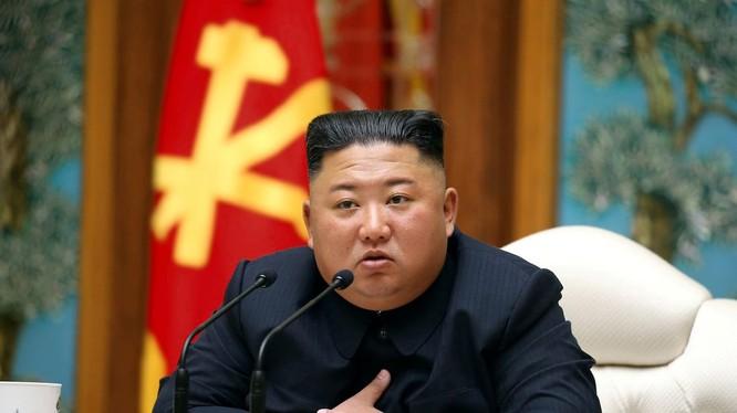 """Tin đồn ông Kim Jong-un bị """"hôn mê"""" lan tràn trên Internet và các tờ báo lá cải (Ảnh: KCNA)"""