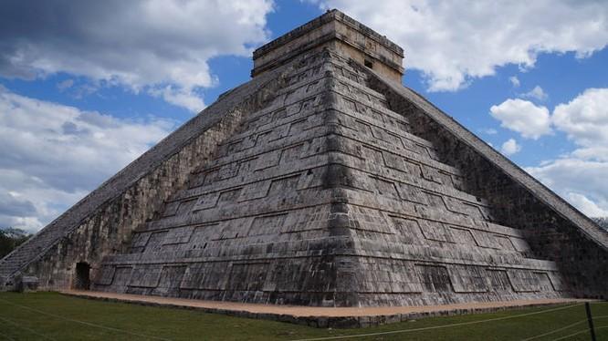 Tiếng vỗ tay dưới chân kim tự tháp của người Maya gây ra một tiếng vang gần giống với tiếng chim hót (Ảnh: OC)