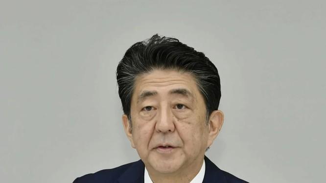 Thủ tướng Nhật Shinzo Abe chính thức xác nhận về việc từ chức trong cuộc họp báo chiều ngày 28/8 (Ảnh: Kydo News)