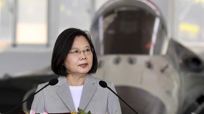 Bà Thái Anh Văn phát biểu tại căn cứ không quân Mã Công Bành Hồ (Ảnh: CNA)