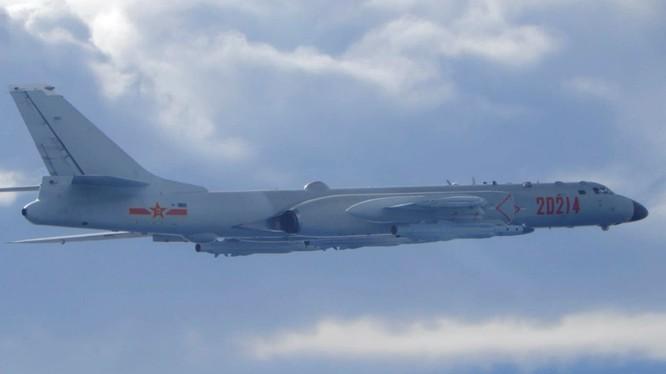 Máy bay ném bom H-6 của Trung Quốc bay sát vùng nhận dạng phòng không của Đài Loan hôm 18/9 (Ảnh: Nikkei)