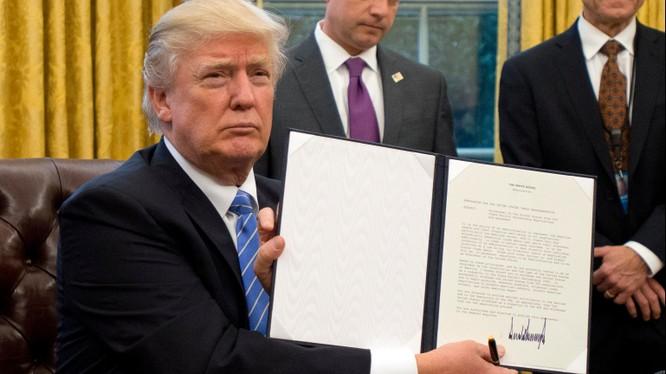 Ông Trump ra quyết định rút Mỹ khỏi TPP vào tháng 1/2017 (Ảnh: Getty)