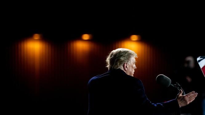 Theo biên bản của bác sĩ, ông Trump được tiêm kháng thể và sử dụng một số loại thuốc khác (Ảnh: New York Times)