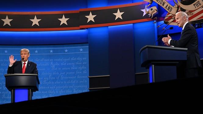 Hai ứng viên Tổng thống Mỹ tranh cãi kịch liệt trong vòng tranh luận cuối cùng tại ĐH Belmont, Nashville (Ảnh: CNN)