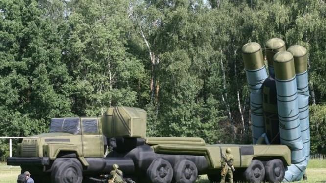 Một trong số những mô hình bơm hơi mà quân đội Nga sử dụng để đánh lừa địch thủ (Ảnh: OC)