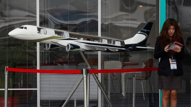 Mô hình mẫu máy bay Embraer Lineage 1000 tại triển lãm hàng không tổ chức ở Hong Kong năm 2011 (Ảnh: AP)