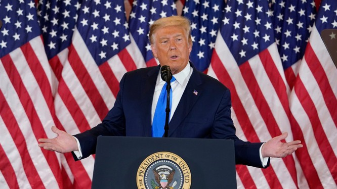 Tổng thống Trump không thừa nhận thất bại và đang theo đuổi nhiều vụ kiện ở 5 bang (Ảnh: AP)