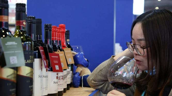 Trung Quốc áp mức thuế cực cao đối với rượu nhập khẩu từ Australia (Ảnh: AFP)