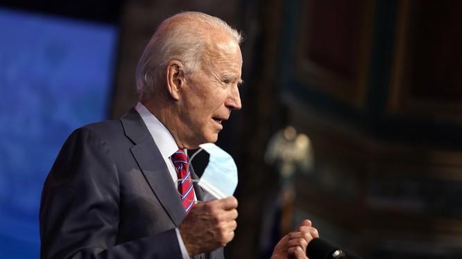 Tổng thống đắc cử Joe Biden tuyên bố người dân Mỹ sẽ không bắt buộc phải tiêm vaccine COVID-19 (Ảnh: LATimes)