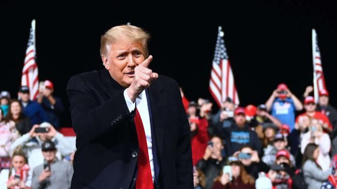 Về lý thuyết, nếu vụ kiện tại Tòa Tối cao thành công, ông Trump có thể đảo ngược toàn bộ kết quả kỳ bầu cử (Ảnh: Truthout)