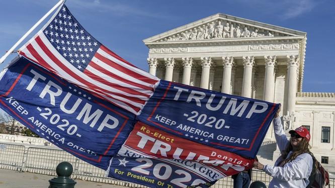 Tòa án Tối cao Mỹ đã quyết định bác đơn kiện của bang Texas nhằm đảo ngược kết quả bỏe phiếu ở các bang chiến trường (Ảnh: AP)
