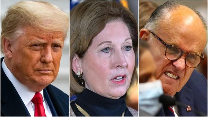 Tổng thống Trump và các luật sư Sidney Powell, Rudy Giuliani (Ảnh: Daily Beast)