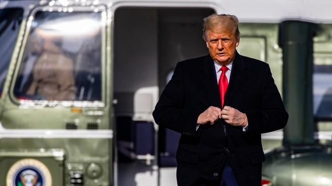 Tổng thống Trump tiếp tục ban lệnh ân xá cho thông gia và 25 người khác (Ảnh: Boston Globe)
